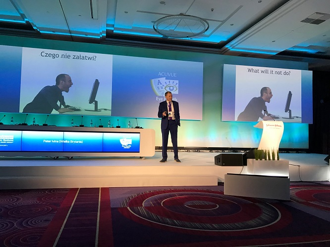 Peter Ivins delivers lecture to 700 Polish Opticians